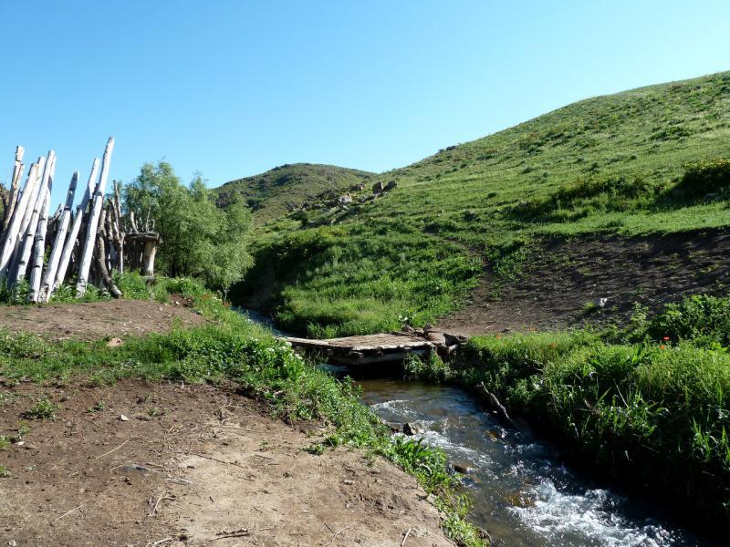 20130515. Пешеходный мостик через речку Карасулы.