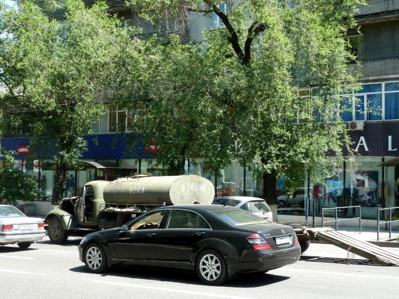 20130517. На улочках Алматы.