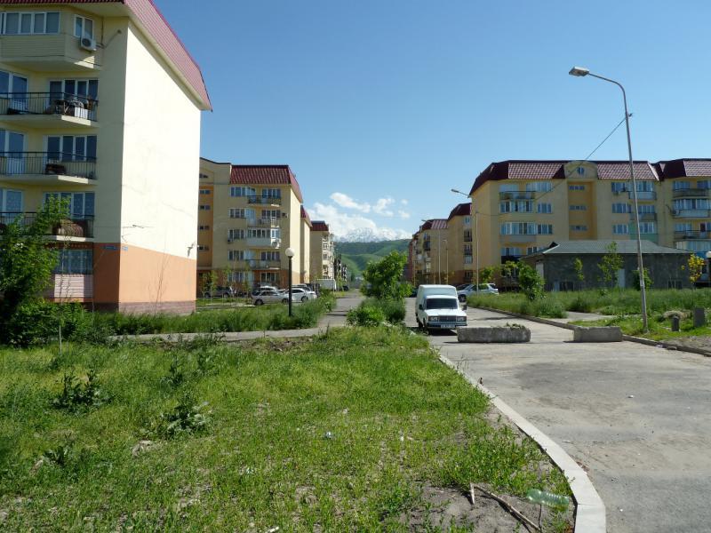 20130517. Кварталы бюджетной новостройки на востоке Алматы.