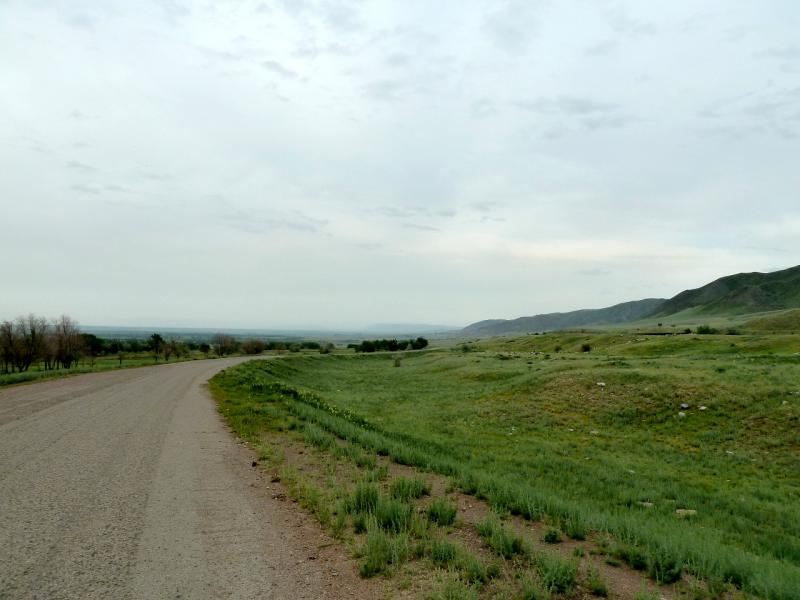 20130519. Дорога вдоль БАК, в районе села Таусугур.