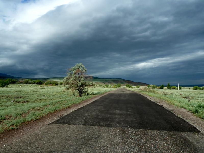 20130520. Дорога вдоль БАК, в районе села Кызылшарык.