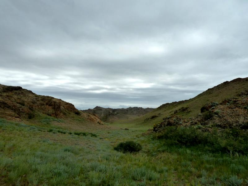 20130521. Ложбина в горах Торайгыр, в которой я пережидал непогоду.