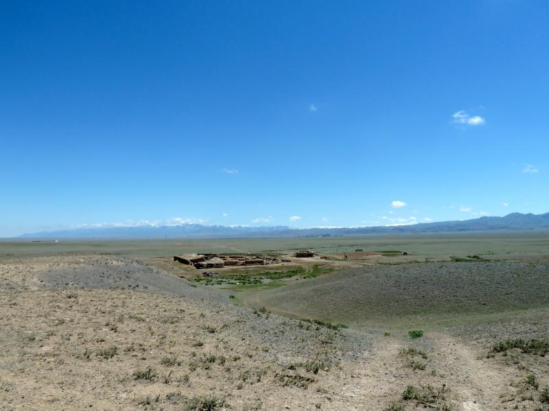20130522. Глиняное городище (жилище скотоводов), ввиду села Аксай.