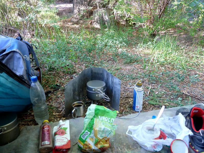 20130523. Завтрак на стоянке у реки Темирлик.