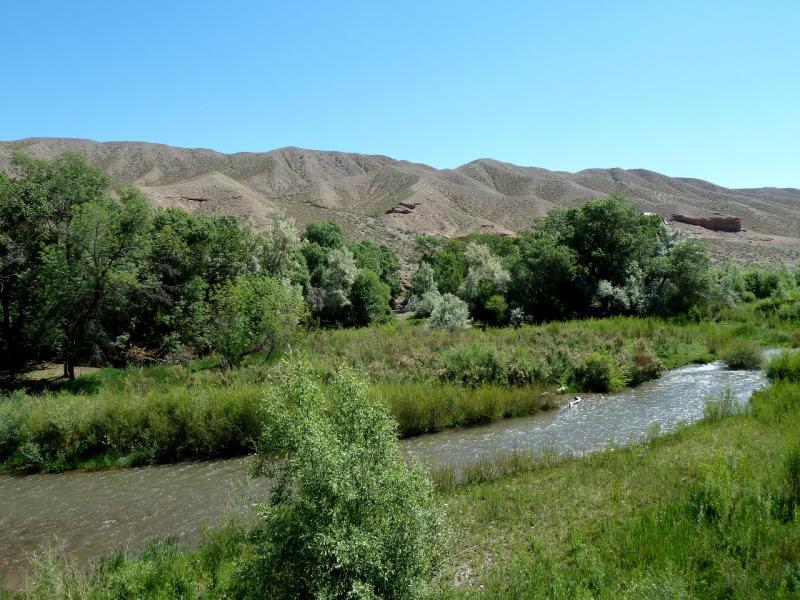 20130523. Вид на реку Темирлик, в десяти километрах от места слияния с рекой Чарын.