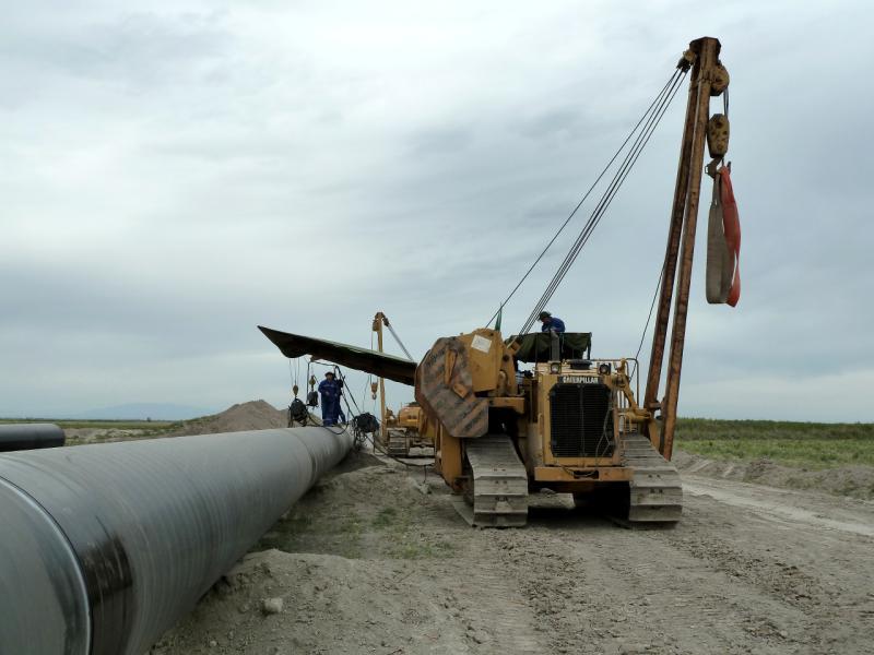 20130524. Американская техника на прокладке китайского трубопровода.