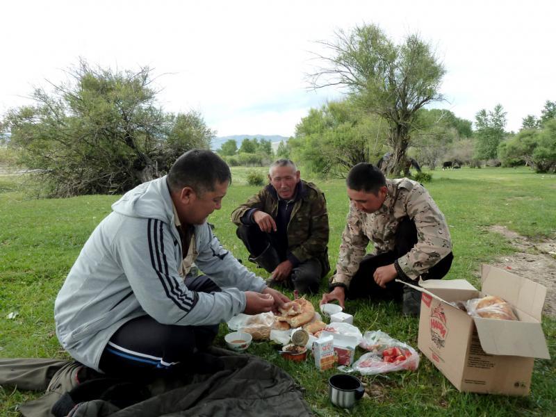 20130525. Привал с чабанами села Енбекши.