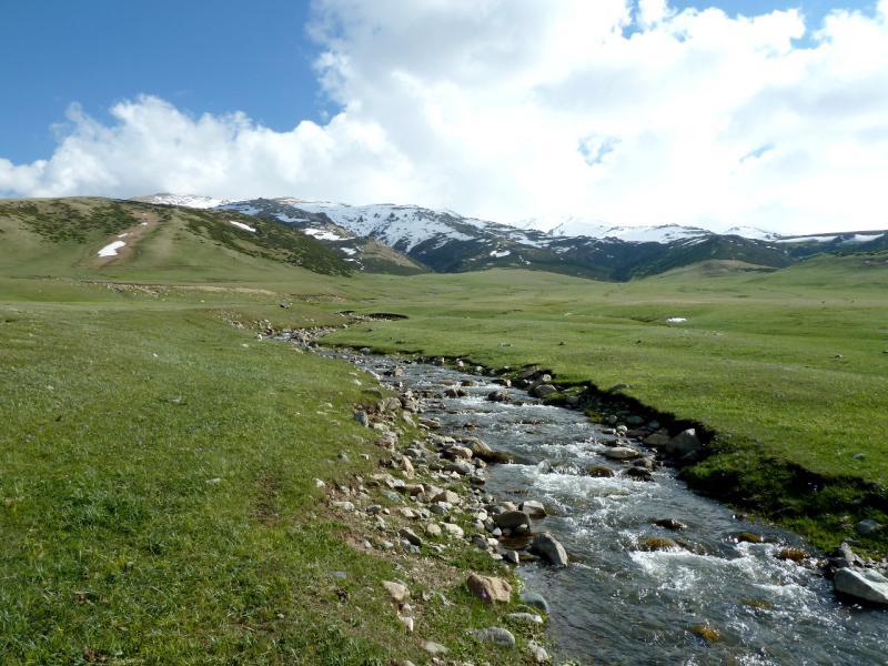 20130526. Речка Кескентерек у перевала Уйгентас.