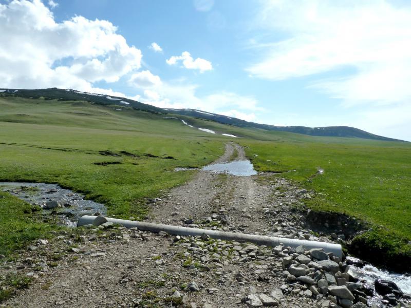 20130526. Признаки цивилизации западнее перевала Уйгентас.