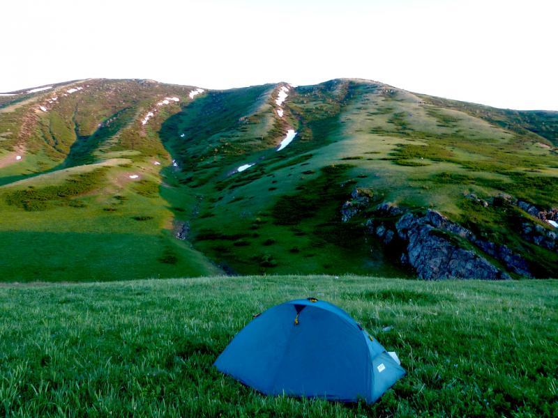 20130526. Вид на место ночной стоянки, в горах Кызылкия.