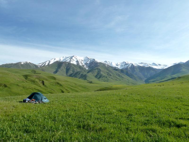 20130527. Вид на место стоянки у гор Кызылкия.