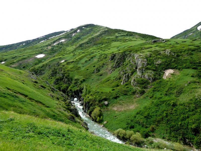 20130527. Река Кескентерек в ущелье, в районе гор Кызылкия.