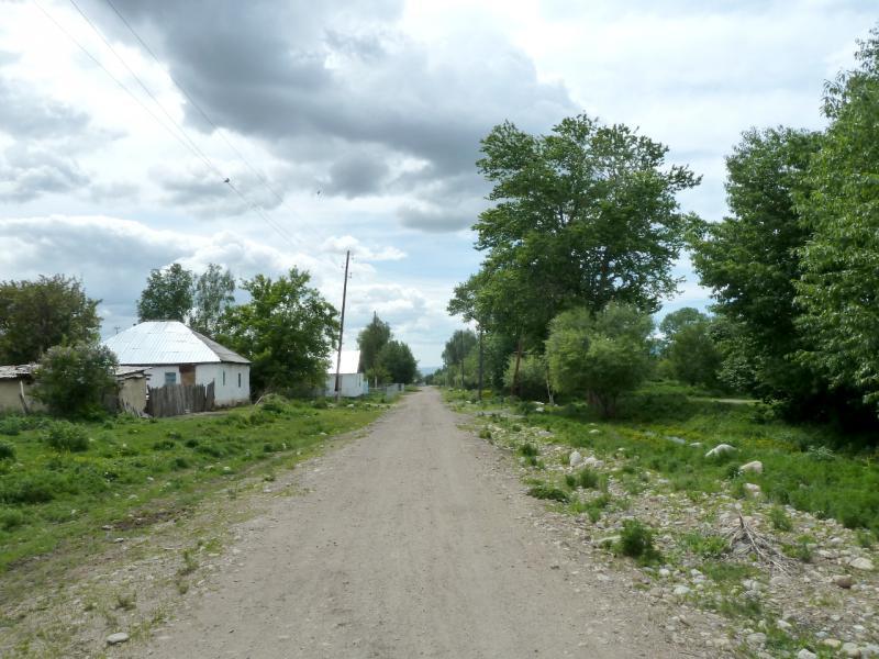 20130527. По дороге через село Аралтобе.