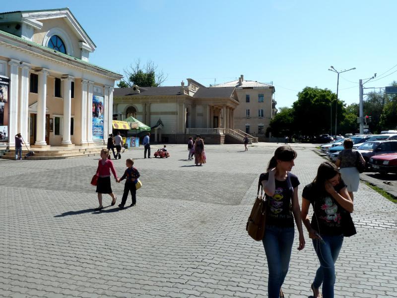 20130529. На одной из площадей Талдыкоргана, у драматического театра.