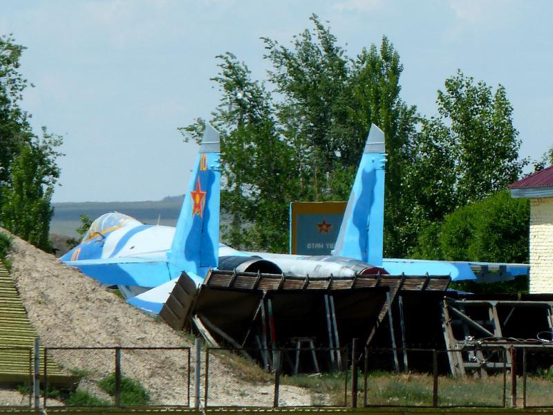 20130529. Вид на старые истребители, на военном аэропорте при Талдыкоргане.