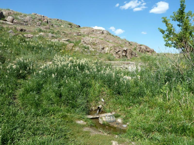 20130529. Родник Айнабулак, на холме посередине пути между Талдыкорганом и посёлком Кызылагаш.