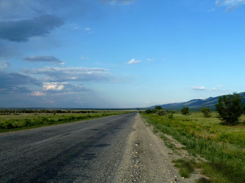20130529. В сумерках на дороге, в полусотне километров до села Джансагурово.