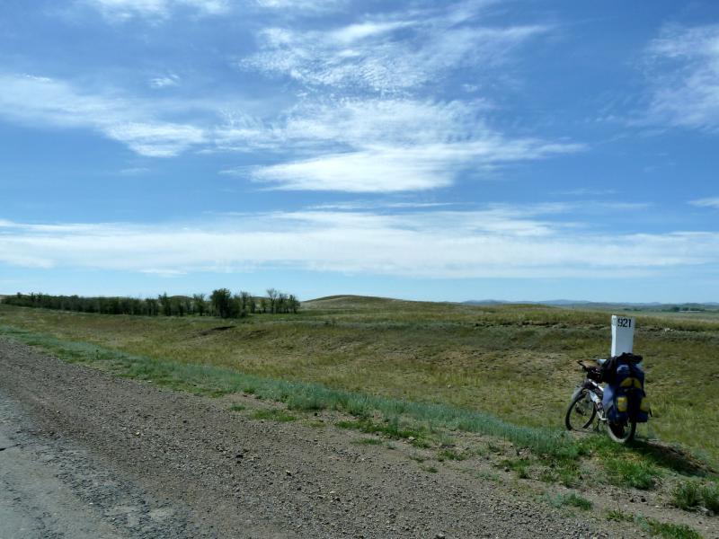 20130531. У дороги M-38, перед Каражальскими горами.