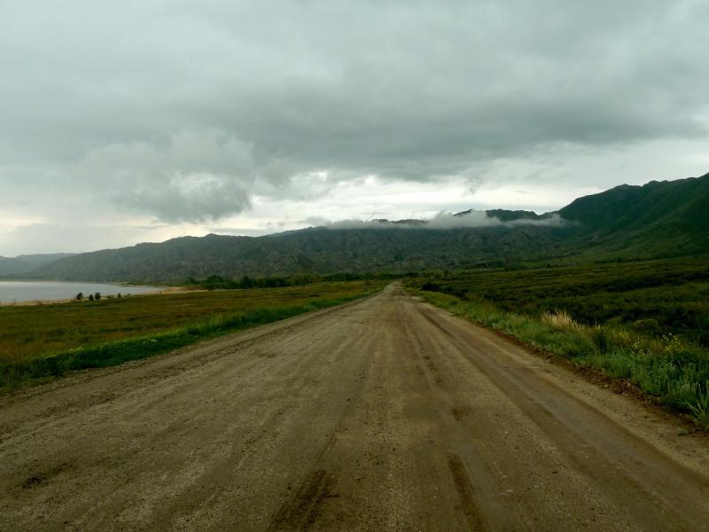 20130602. Грейдерная дорога вдоль водохранилища, перед речкой Кисык.