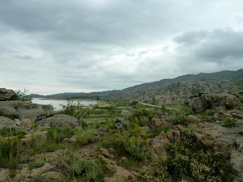 20130603. В скалах правого берега водохранилища.