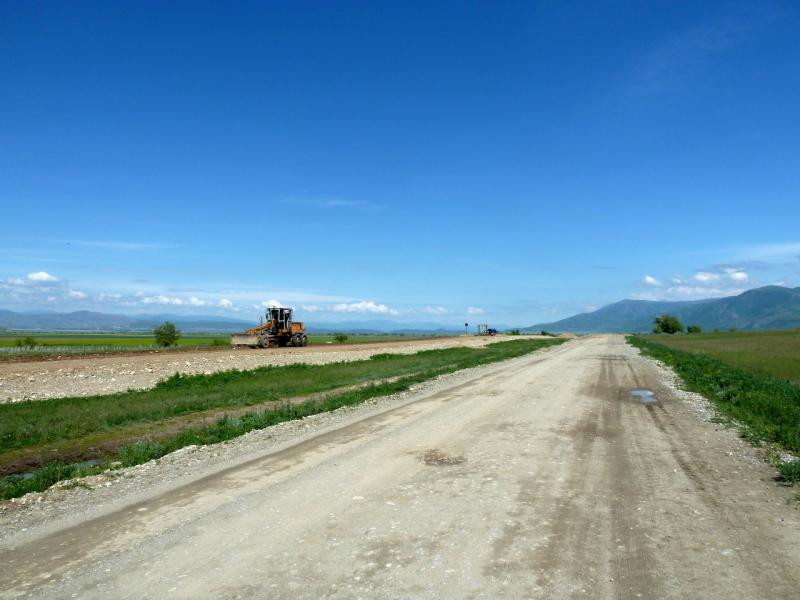 20130604. Временная дорога вдоль отстраиваемого заново участка к Большенарымску.