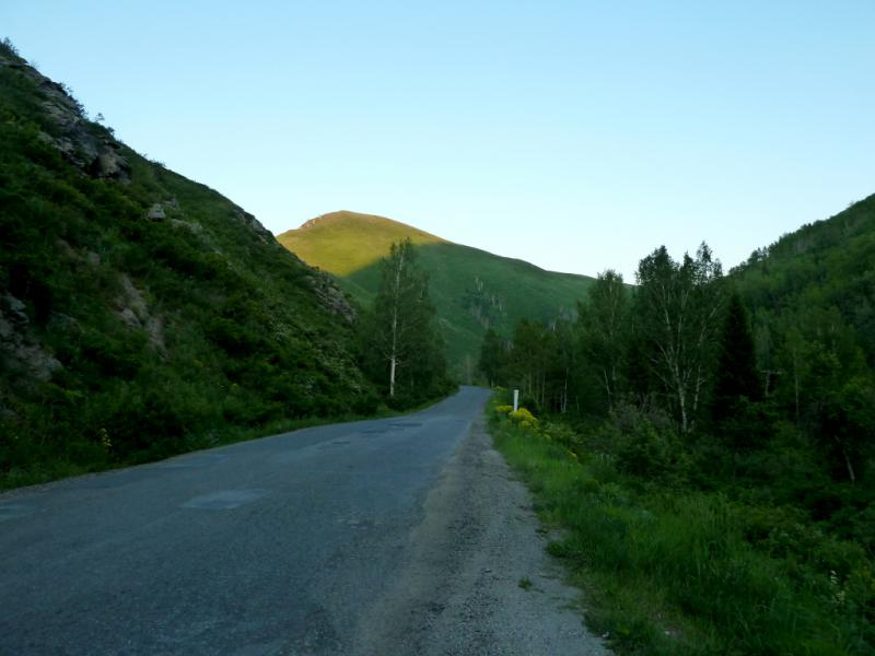 20130606. Дорога вдоль горной речки Пихтовка.