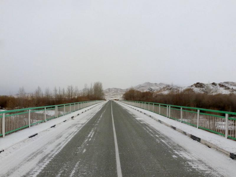 20191115. На мосту через речку Чыргакы, перед хребтом Кара-Шанчиг.