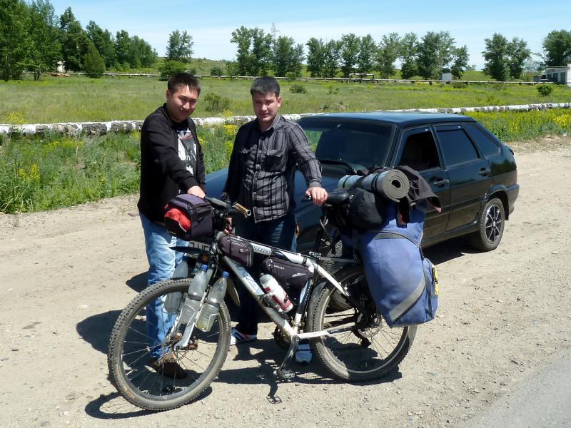 20130608. На объездной дороге, фото с сотрудниками полиции Усть-Каменогорска.