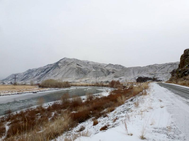20191115. У реки Алаш, с видом на горы хребта Тылан Кара.