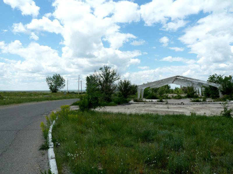 20130611. На выезд из Шульбинска, мимо скелетов производственных помещений.