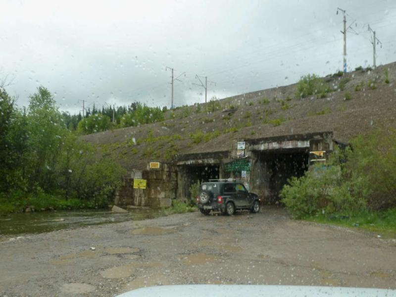 20200531. Туннели для автомобилей и речки Гладкая Кача, в насыпи Транссибирской магистрали.