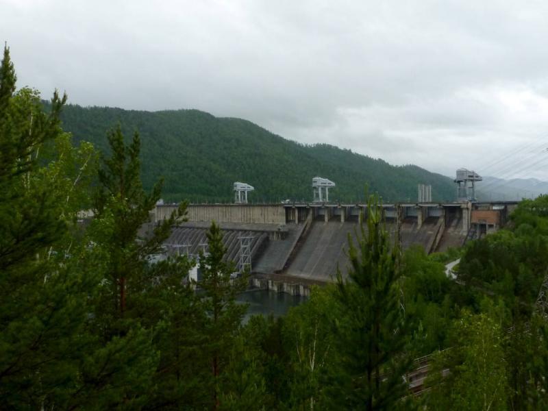 20200531. Вид на плотину Красноярской ГЭС, с левого берега реки Енисей.