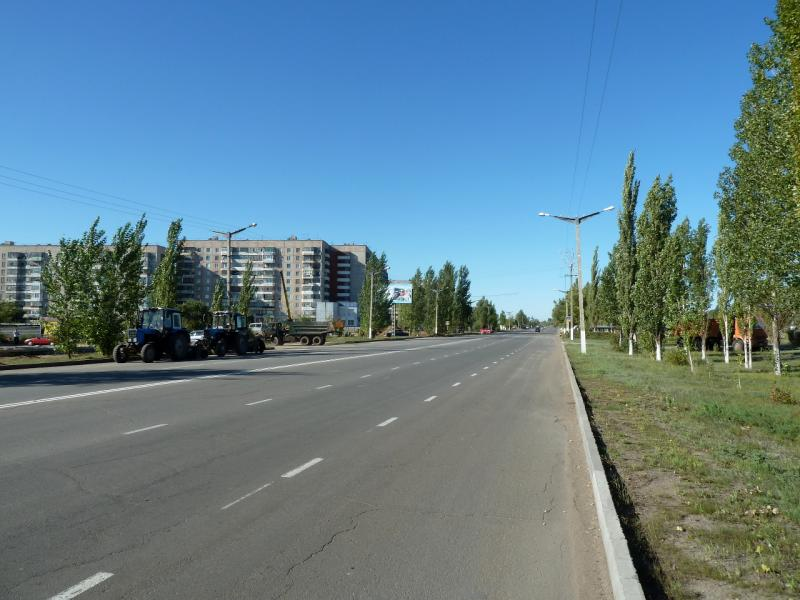20130907. Одна из центральных улиц города Аксу (Павлодарская область, Казахстан).