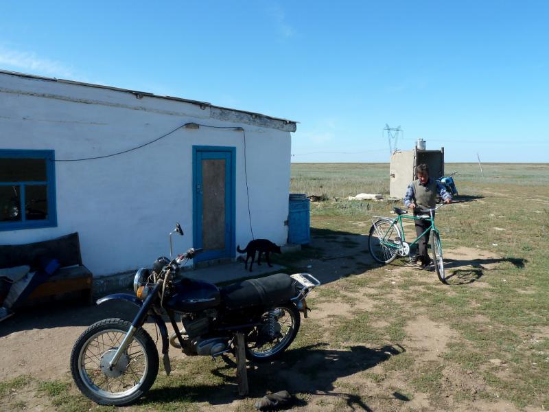 20130907. Домик ещё одной стоянки скотоводов в местности между Евгеньевкой, Калкаманом и Майкаином.