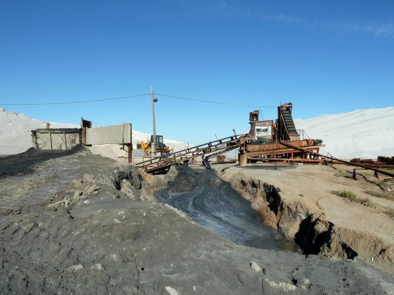 20130907. Перерабатывающая установка соляной разработки, у озера Жамантуз.