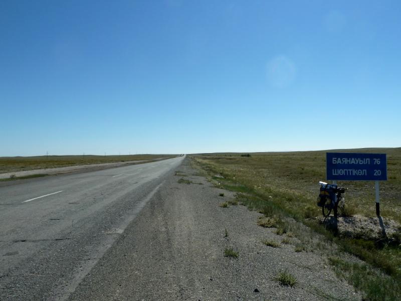 20130908. Дорога Калкаман-Баянаул, в пяти километрах южнее Майкаина.