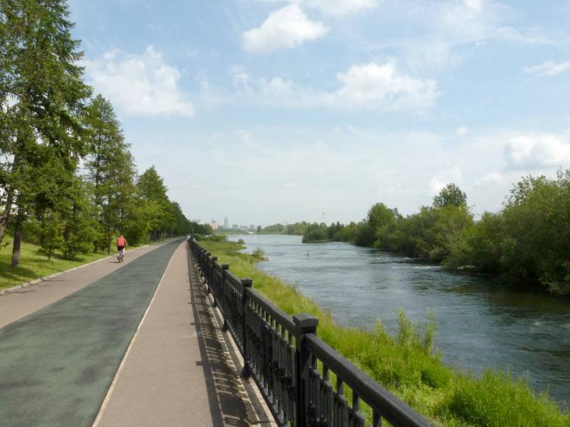 20200628. Красноярск. Прогулочная дорожка вдоль улицы Дубровинского