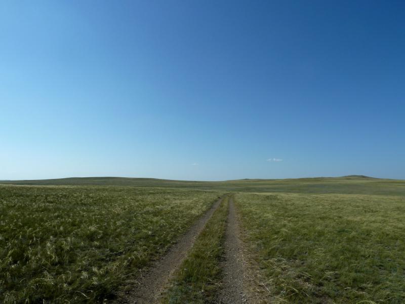 20130909. Дорога в холмистой степи между Жельтау и Беркутты.
