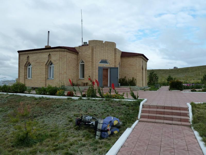20130910. У гостевого дома мавзолея Машхуржусуп-Копейулы.