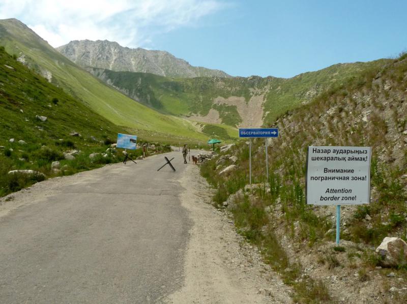 20140715. Пограничный кордон на подходах к обсерватории.